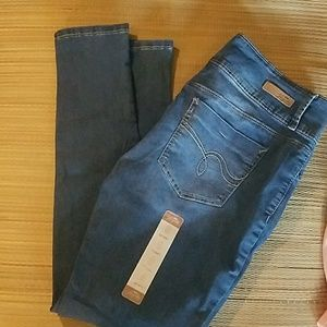 ROYALTY FOR ME MID RISE SKINNY JEANS